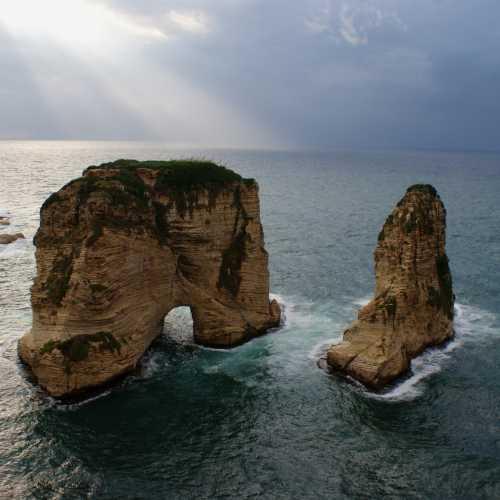 Pigeons' Rock. Beirut.<br/> Голубиные скалы. Бейрут.<br/>