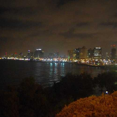 Вид из старого Яффо на Тель-Авив.