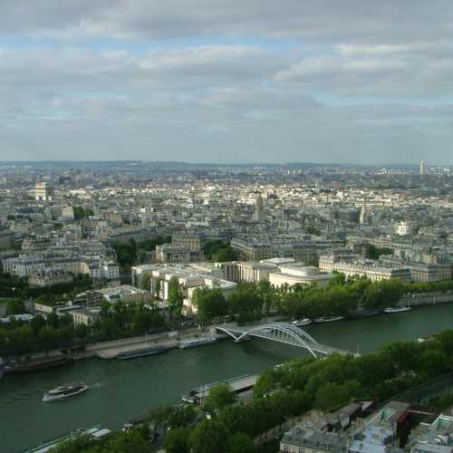 Париж. Вид со второго уровня Эйфелевой башни на Сену.