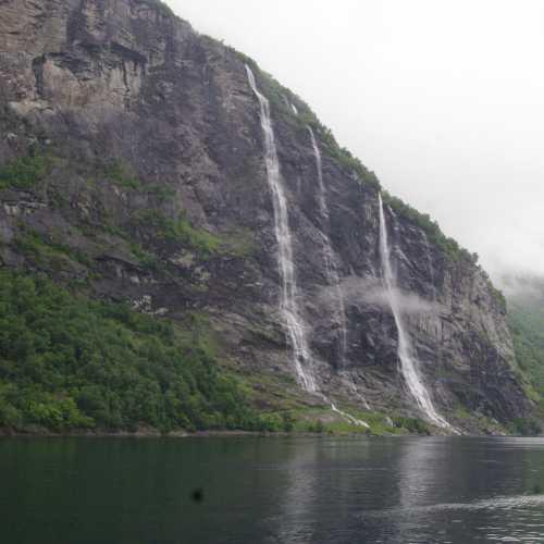 Водопады «Семь сестёр»