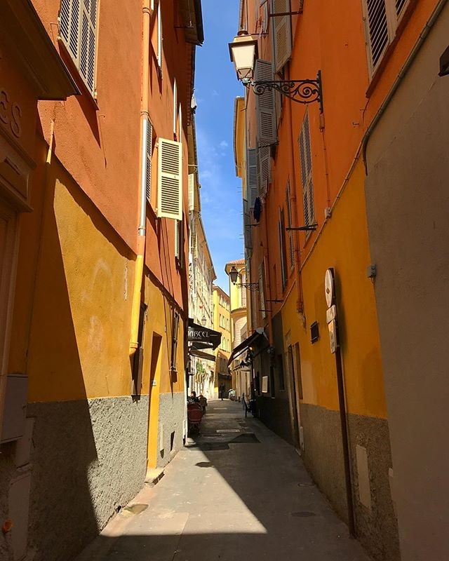 Переулки Ниццы #ницца #Франция #прогулка #средиземноморье france nice #краски #вотэтовесна
