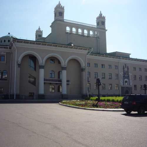 г. Улан-Удэ. Монументальный Оперный театр. Сочетает в себе множество стилей (от готики до сталинского классицизма). 2016 г.
