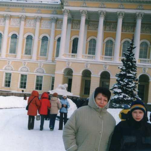 г. Санкт-Петербург. С учителем у Русского музея. 2002 г.