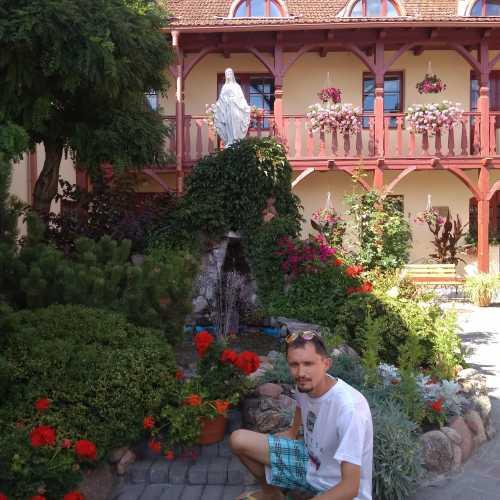 Один из живописных гродненских двориков (июль 2018 г.).