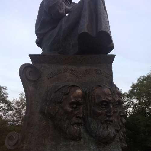Летописец Любеча. Часть памятника, посвященного Любечскому съезду…