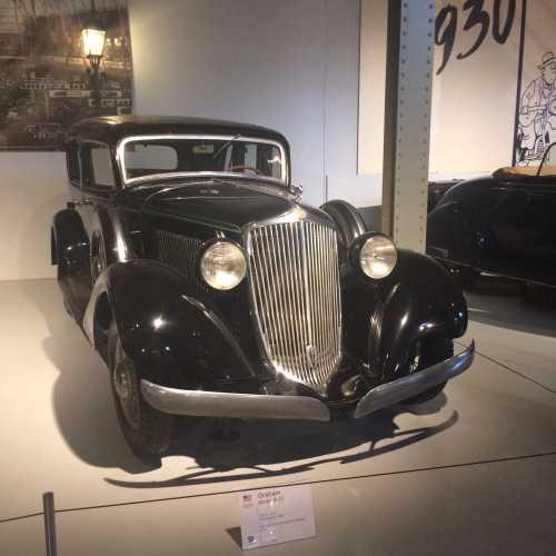 Выставка BMW 100 лет, парк Пятидесятилетия
