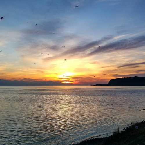 Рассвет на озере Севане. Удачно успела сфотать