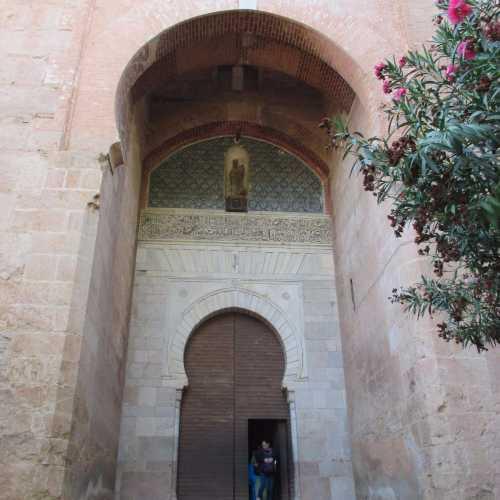Средневековый вход в Альгамбру<br/>