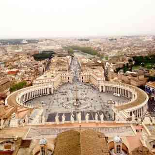 Вид сверху Ватикана =)С 11 февраля 1929 года Ватикан стал независимым государством с наименованием Град Ватикан. Мало кто знает, что в римскую эпоху на Ватиканском холме был сооружен цирк для потех