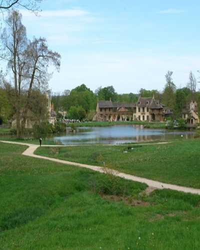 Версаль, деревня