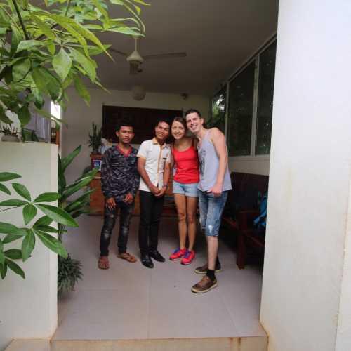 Безумно дружелюбные камбоджийцы :)<br/> Такие няши.