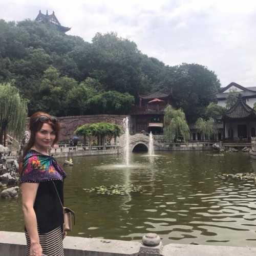 на территории храма, Ухань, Китай лето 2018