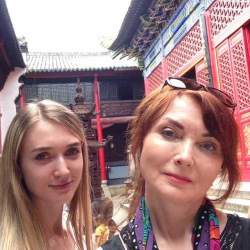 в храме, Ухань, Китай лето 2018