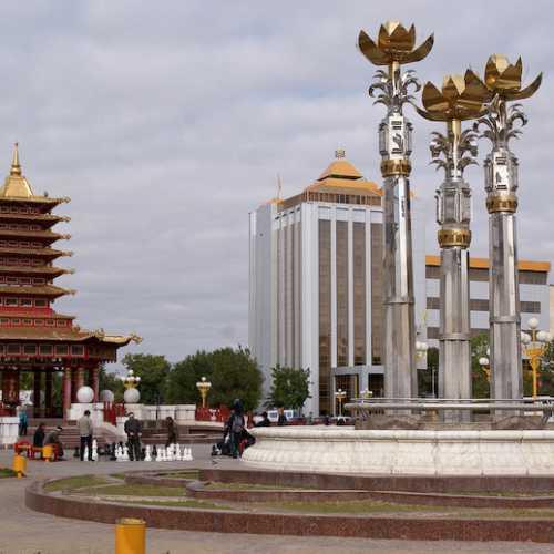Площадь Ленина и фонтан «Три лотоса», Russia