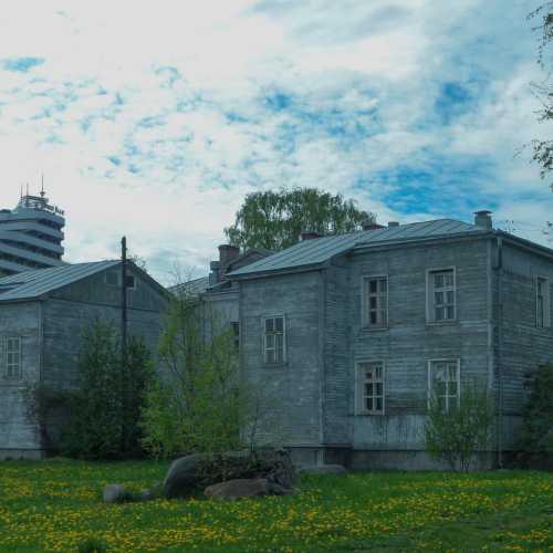 Деревянный дом на набережной Петрозаводска