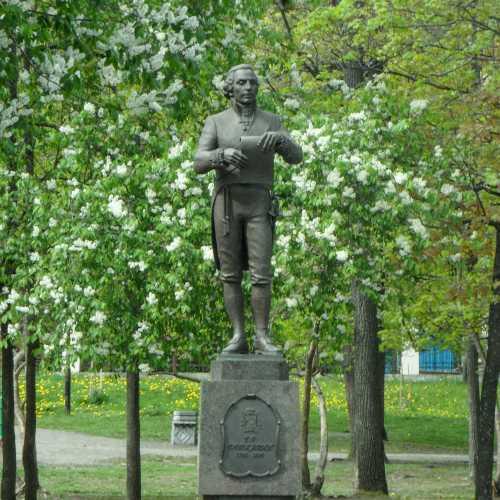Памятник Гавриле Державину в Губернаторском парке.