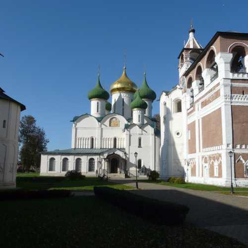 Двор. Суздальский Кремль.