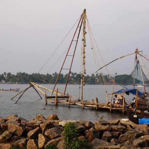 Кочин. Старые китайские рыболовные сети.