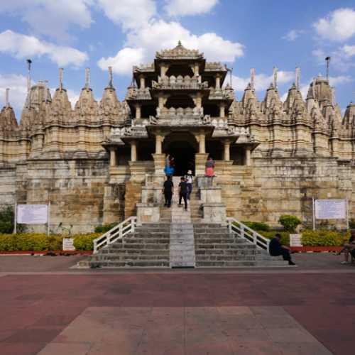 Ранакпур. Джайнистский храм Адинатх.