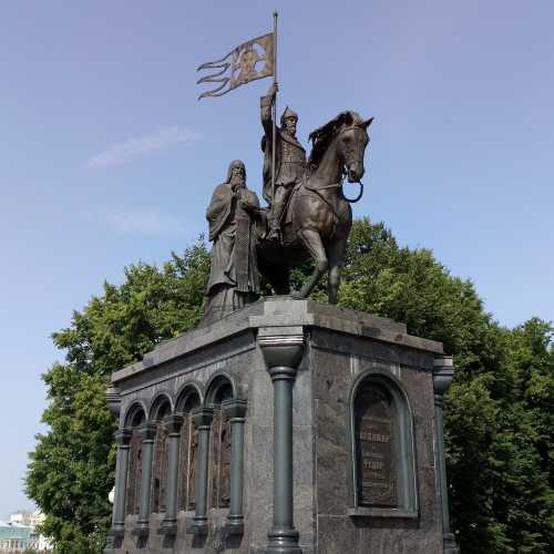 Памятник князю Владимиру и святителю Федору, Россия