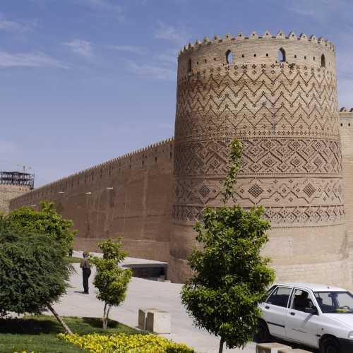 Падающай башня цитадели Каримхана, Шираз