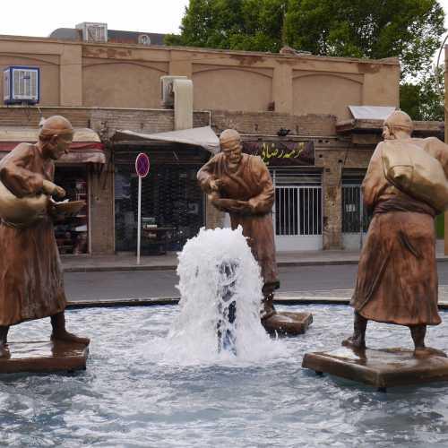 Памятник водоносам, Йезд