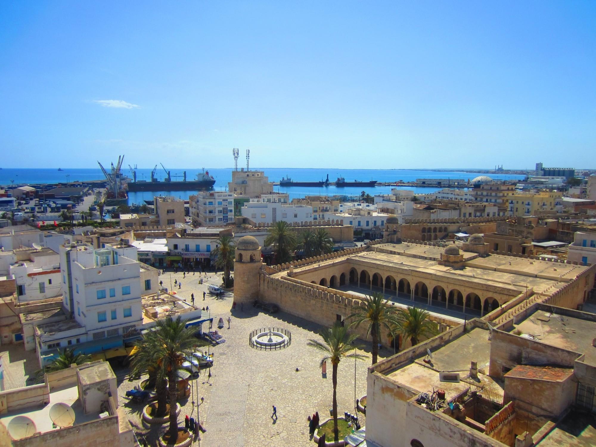 почему-то посмотреть город тунис фото редко используется для