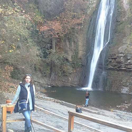 Ботанический сад в Тбилиси, водопад