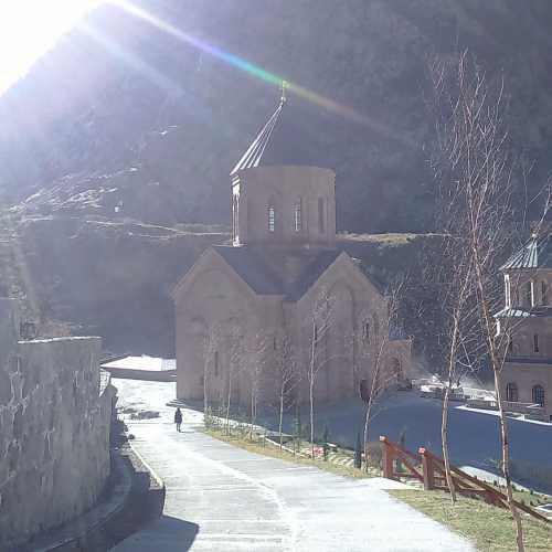 Дарьяльское ущелье, мужской монастырь