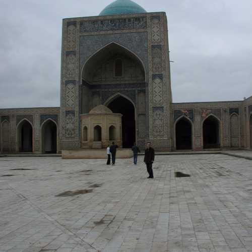 Пои-Калян, Узбекистан