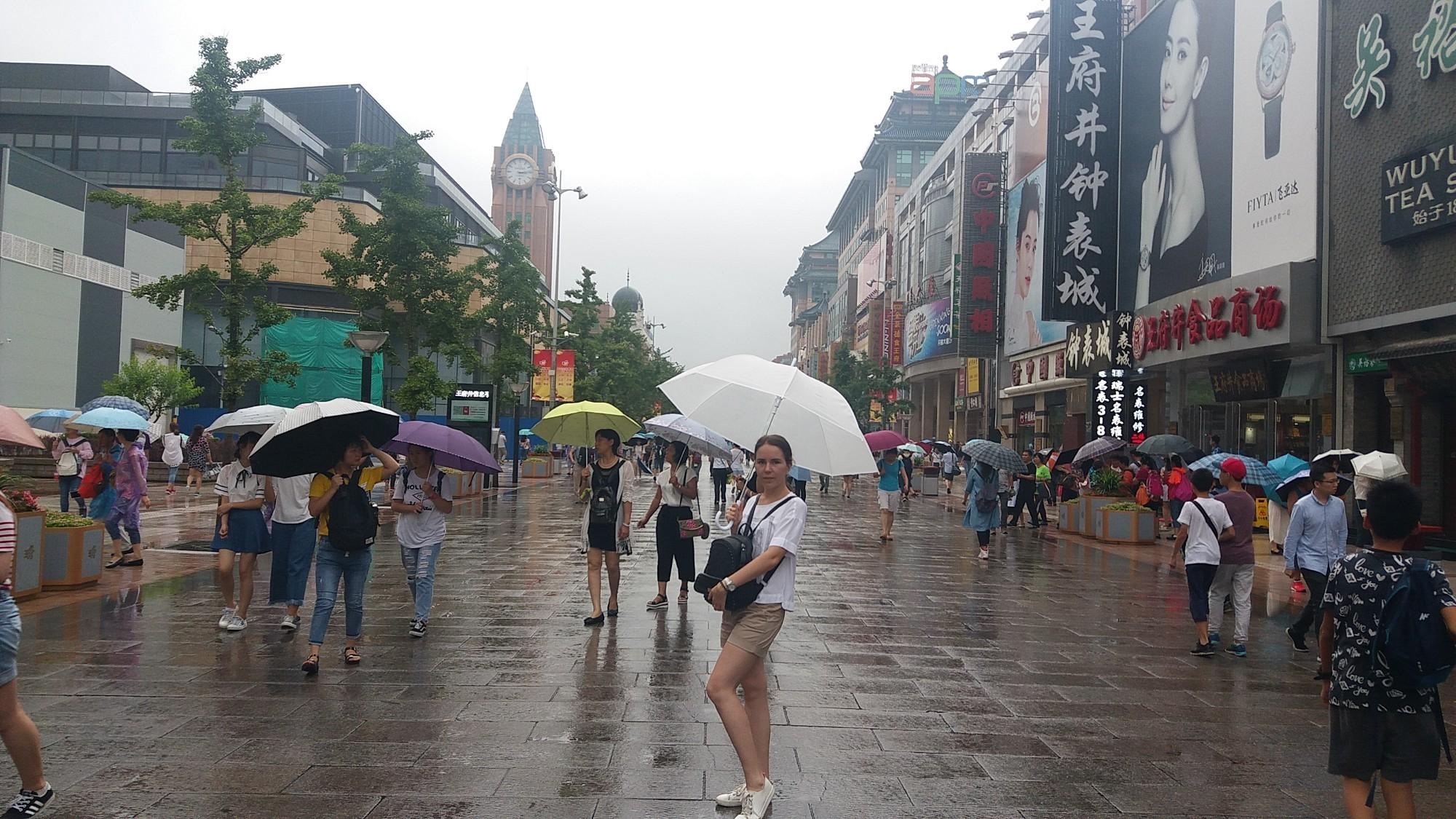 王俯井 — улица Ванфуцзин — одна из самых известных торговых улиц в Пекине.