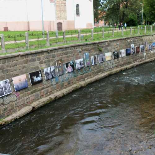 Quadri sulle sponde del Fiume nella Repubblica di Uzupis....Uzupis Repubblic portraits on the riversides