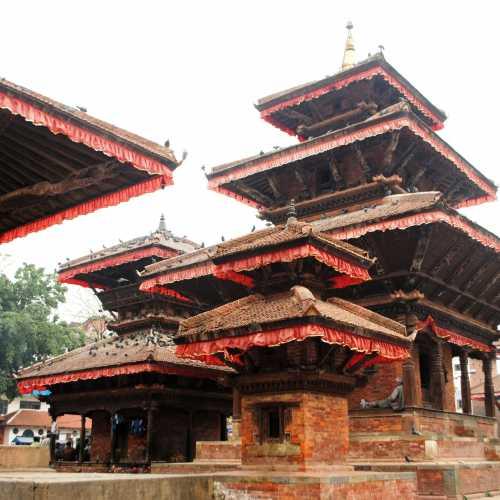 Индуистский храм, площадь Дурбар.