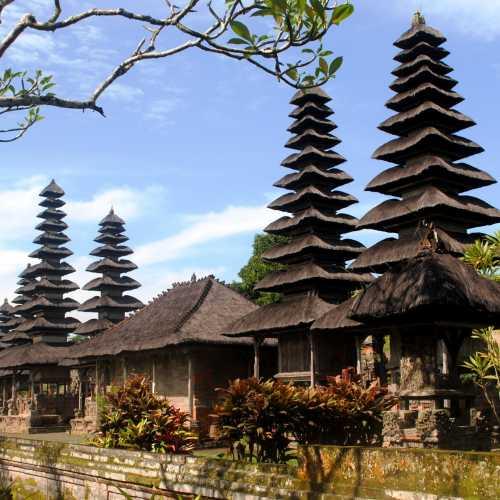 Храм Таман Аюн в Менгви