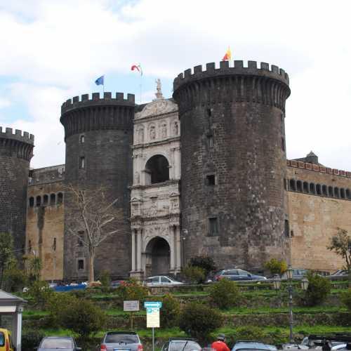 Кастель Нуово — Новый замок. XIII в.