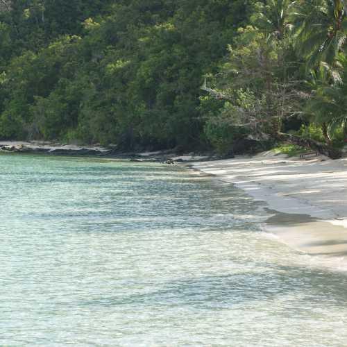 Остров с кемпингом, недалеко от Палавана.