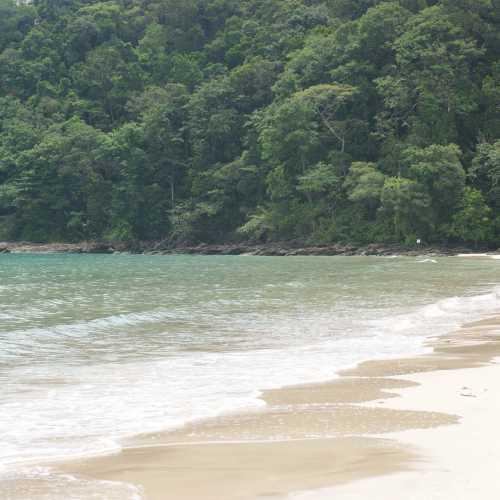 Пляжи неподалеку от Подземной реки.