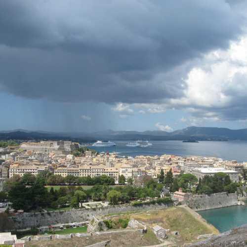 Вид на город, Старую крепость и море от Новой крепости, Керкира (Корфу)