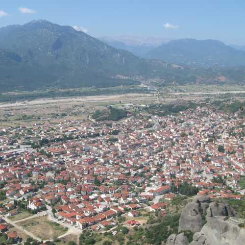 Вид на город Каламбака, Метеоры