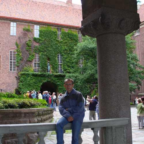 Во дворе ратуши