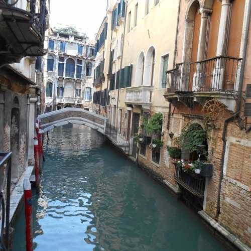 Италия