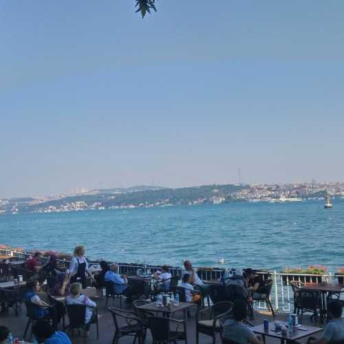 Кафе на берегу Босфора