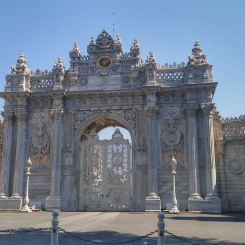 Йылды́з-сарай — дворцово-парковый комплекс в Стамбуле