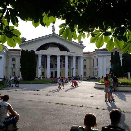 Фасад дворца культуры