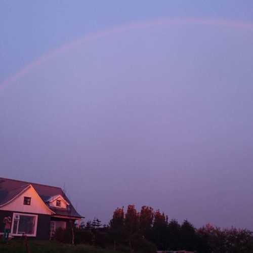 Собственно наша ферма с неотъемлемой частью Исландии -радугами, а в данном случае с двойной радугой