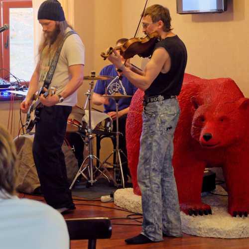 Бар Красный Медведь, Норвегия