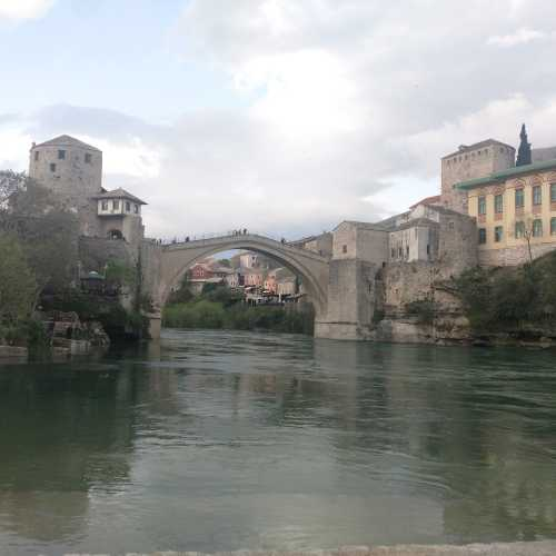 Мостар. Старый мост. Правда он не старый. Старый был разрушен в 93 году.