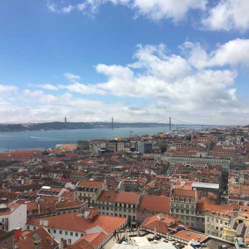 Вид на Лиссабон из Castello