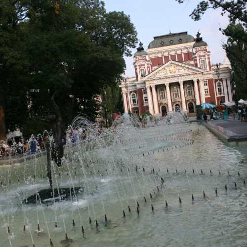 Национальный драматический театр Ивана Вазова. Назван в честь классика болгарской драматургии Ивана Вазова. Является главной театральной сценой Болгарии.