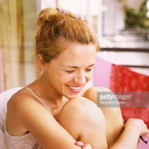 Таня на балконе в Золотых Песках) кстати вся серия на пленку)